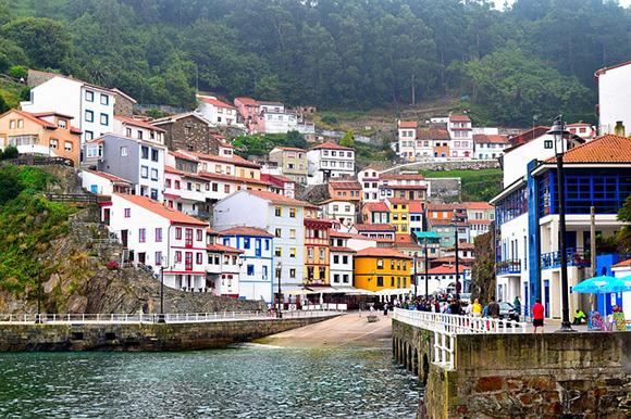 Este mes de septiembre 2017 visita en autobuses baratos Asturias