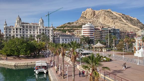 Compra unos billetes baratos de autobús y viaja a Alicante en septiembre 2017