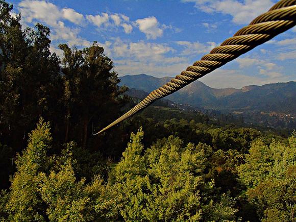 Viaje en autobuses baratos a Cantabria para saltar en tirolina