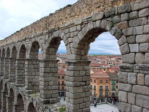 Billetes baratos de autobús a Segovia en noviembre 2017