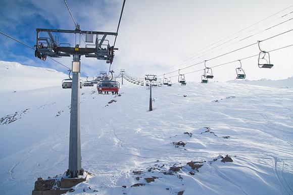 Disfruta de la temporada de esquí 2017-2018 viajando en autobuses baratos