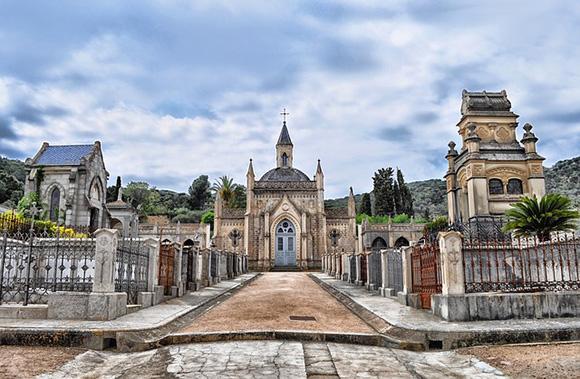 En 2018 haz la Ruta Europea de los Cementerios en autobuses baratos