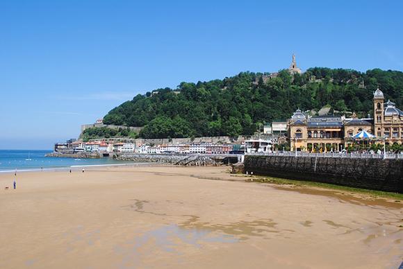 San Sebastián es un destino ideal al que viajar en autobuses baratos durante las vacaciones de Semana Santa
