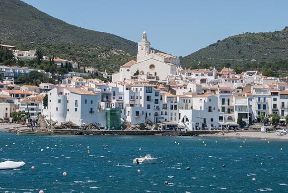 Viaja en autobuses baratos a Cadaqués en junio 2018