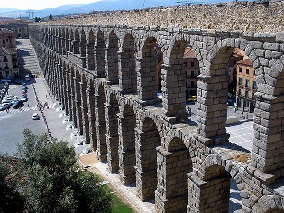 Viaja en autobuses baratos a Segovia en junio 2018