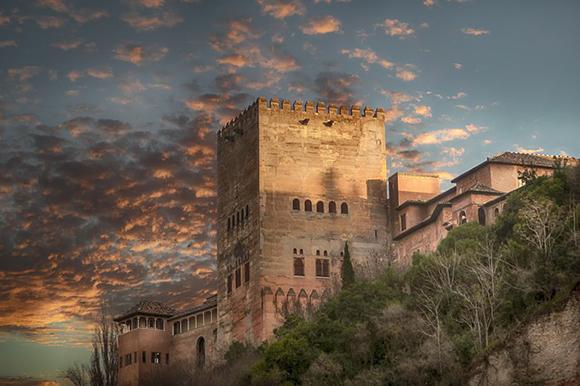 Visita la Alhambra de Granada en autobuses baratos este 2018