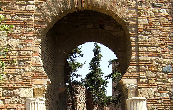 Descubre la Alcazaba de Málaga en 2018 con autobuses baratos