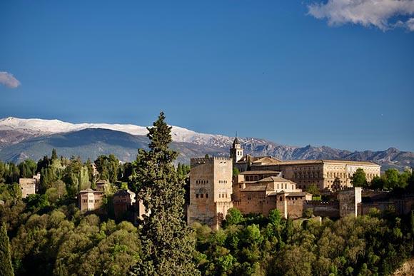 Nuevo espacio en la Alhambra, viaja en autobús a conocerlo