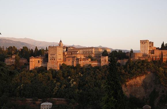 Autobuses baratos a Granada este otoño 2019